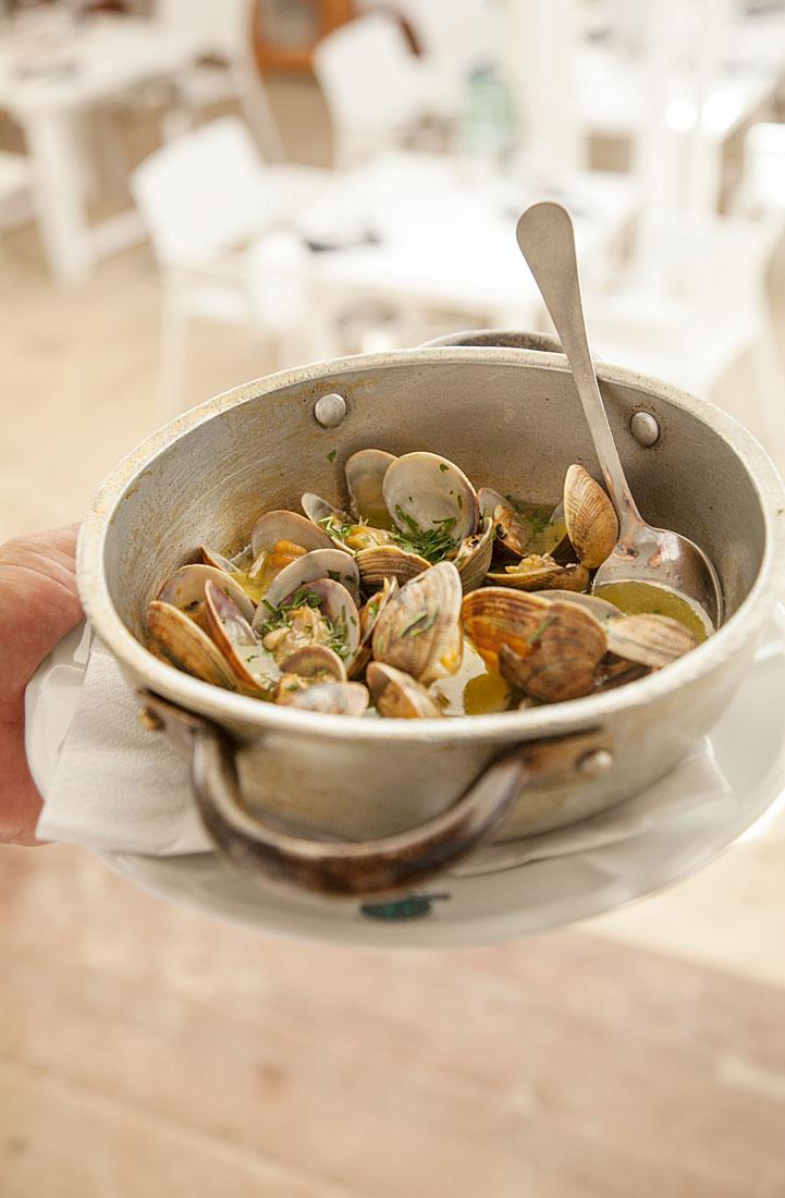Paellas y mariscos en restaurante Juan y Andrea en Formentera. Playe de Illetes