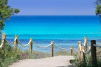 Comer en la playa en chiringuito Juan y Andrea. Playa de Illetes en Formentera