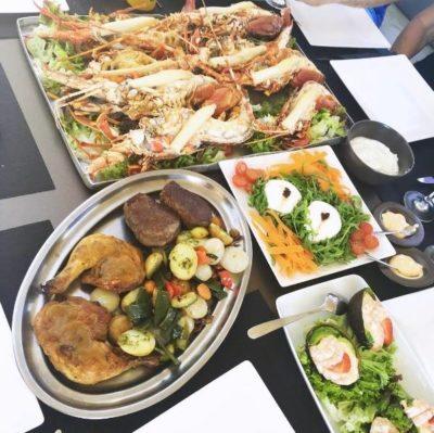 Restaurante Juan y Andrea en Formentera. Pollo, ensalada, mariscos