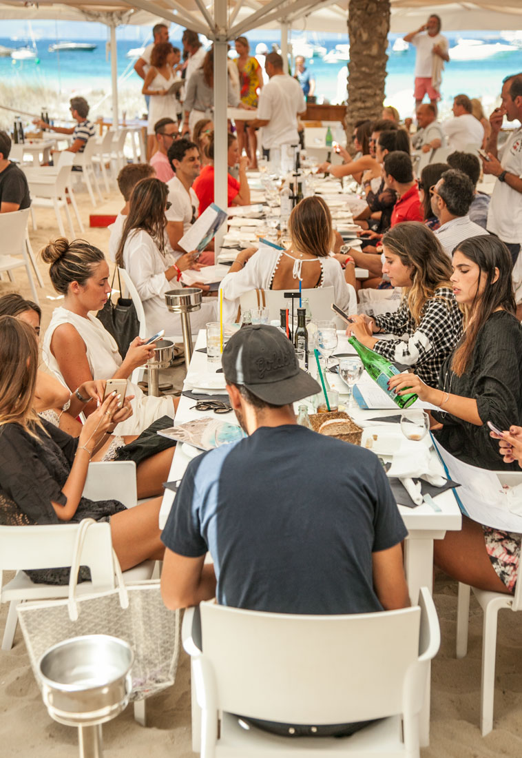 Restaurante Juan y Andrea en Formentera. Terraza sobre la arena
